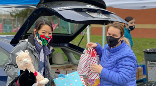 Non-Profit Together Washington spreading Holiday cheer to vulnerable Seattle families with Toy and Food Giveaway at Bailey Gatzert Elementary School
